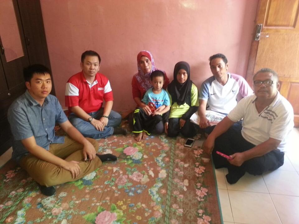 Sri Tanjung Assemblyman, Chan Foong Hin, second from left, who visited Gustia, the wife of Tahyudin recently, urged the authorities to update the families of the victims regularly instead of keeping them in the dark.