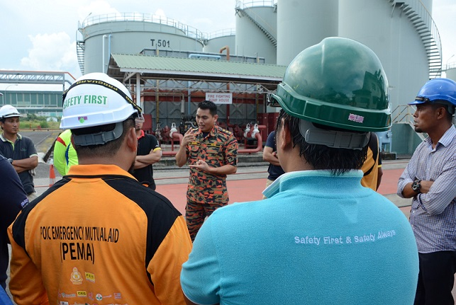 Briefing by Sahidi, Head of BOMBA zone Tawau – Safety First and Safety Always. – Photo credits POIC (Sabah)