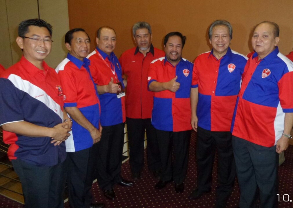 Anifah, together with leaders from his Kimanis division, as well as other Umno division heads at the party meeting with acting deputy president, Ahmad Zahid, not in picture.