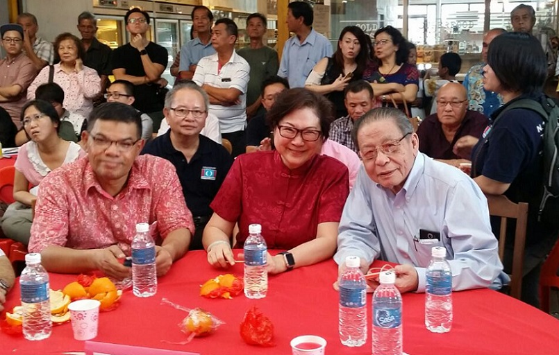 Lim Kit Siang with PKR Sabah chief, Christina Liew and PKR's Saifuddin Nasution. The DAP supremo queried why no denial from Anifah on quit talk. - BorneoToday photo