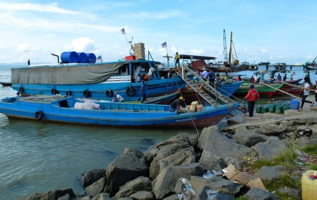 Boats from Indonesia land at the jetty at Batu to discharge their load of illegal immigrants from Indonesia.