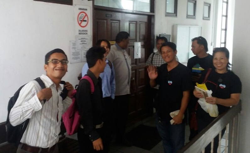 The four secessionists with their supporters outside the Kota Kinabalu Sessions Court Wednesday. Charges against them were dropped.