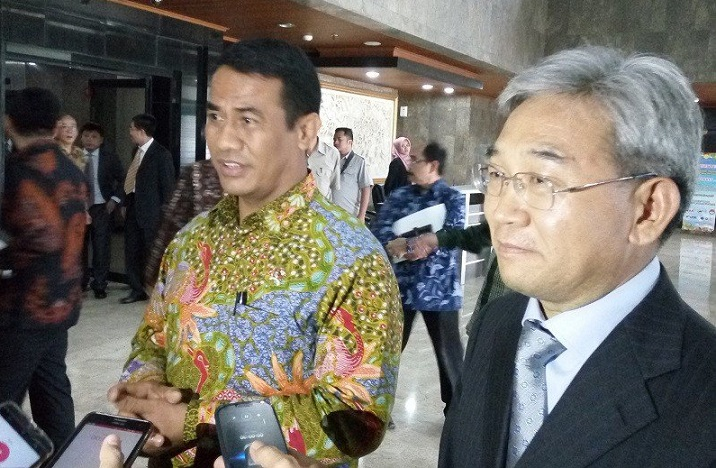 Agriculture Minister Amran Sulaiman (left) and China's Deputy Agriculture Minister Zhang Taolin speak to reporters in Jakarta. - Jakarta Post photo