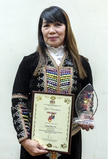 Dolly Wong with her awards.
