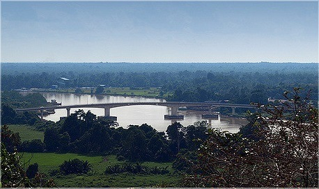 The existing Batang Igan Bridge viewed from Bukit Aup, Sibu. - Photo courtesy of Chaong 2007