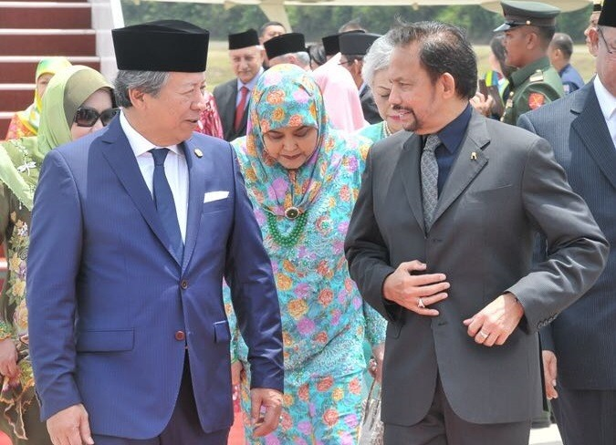 Sultan Hassanal Bolkiah and Raja Isteri Pengiran Anak Saleha were welcomed by Foreign Minister Datuk Seri Anifah Aman, left at theRMAF base in Subang, Monday. - Photos courtesy of Wisma Putra