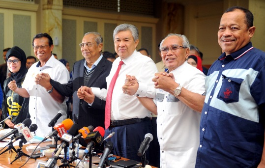 "Ahmad Zahid with Adenan Satem and other Sarawak leaders at a function earlier this year. On Thursday, Zahid was again in Kuching, but this time to receive the Darjah Datuk Patinggi Bintang Kenyalang award, which carries the title ""Datuk Patinggi', from Sarawak Yang Dipertua Negeri Tun Abdul Taib Mahmud."