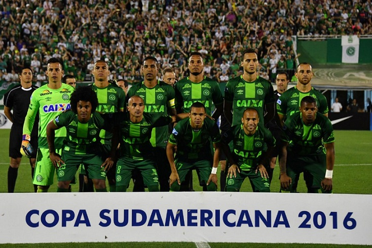 Brazil's Chapecoense players pose for pictures during a 2016 Copa Sudamericana match in Chapeco. Most of the players were aboard the ill-fated flight.