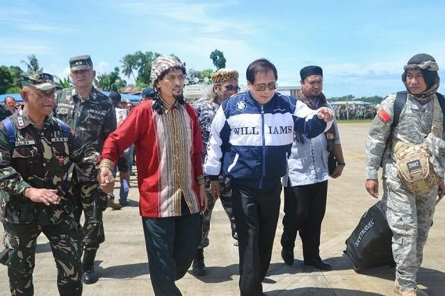 Presidential peace adviser Jesus Dureza was quoted as saying the concerns of MNLF founding chair Nur Misuari, third left, and his followers would have to be handled separately from that of the Moro Islamic Liberation Front (MILF) and the MNLF Muslimin Sema faction.
