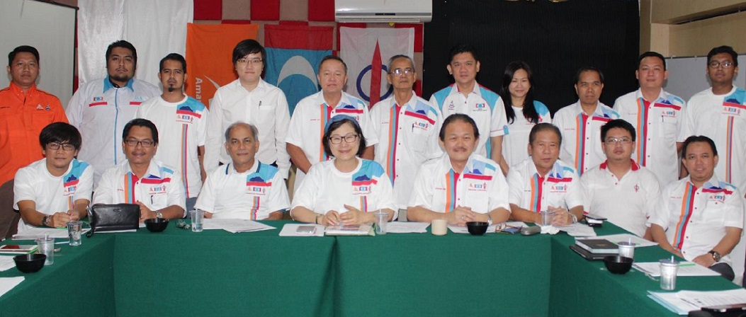 Hamzah, seated third from left, with Liew, fourth left, and Wong, fourth right, in a group photo session, after the press conference.