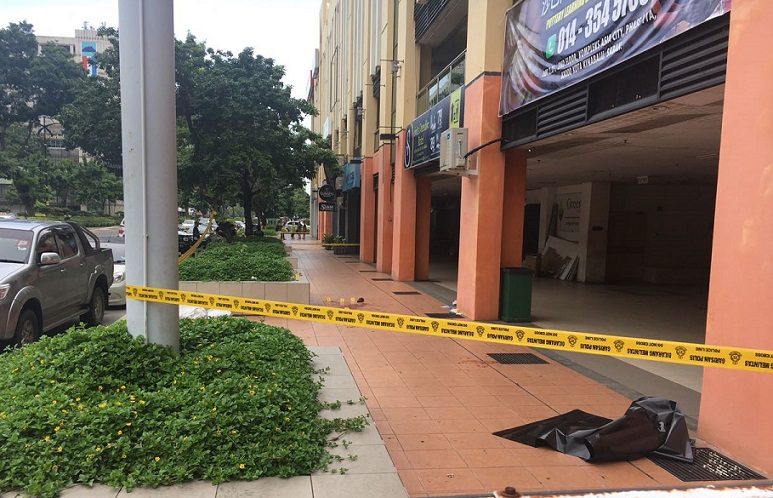The crime scene note far from the Siam Thai bar where the teenagers were in earlier.