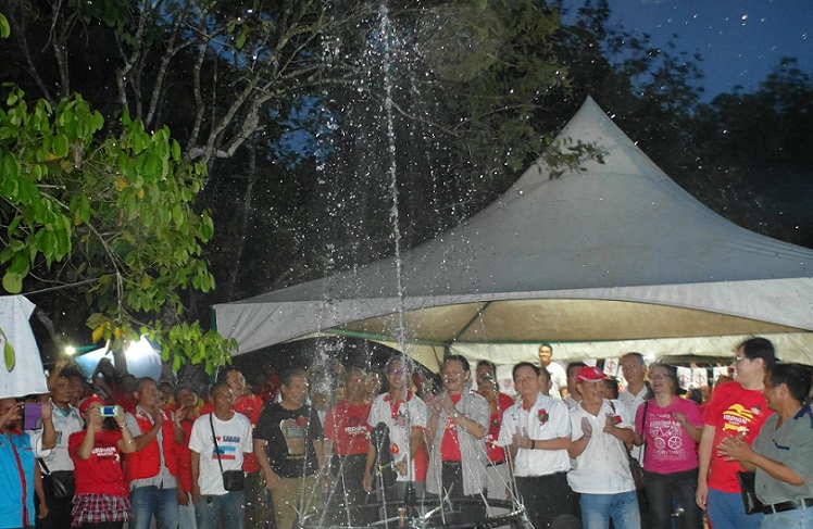 A water spray to launch the gravity feed system and for all that hard effort put in by the community, volunteers and DAP members as well as generous Malaysians. Now 200 households in a Keningau Mukim has piped water, all for RM256,000.