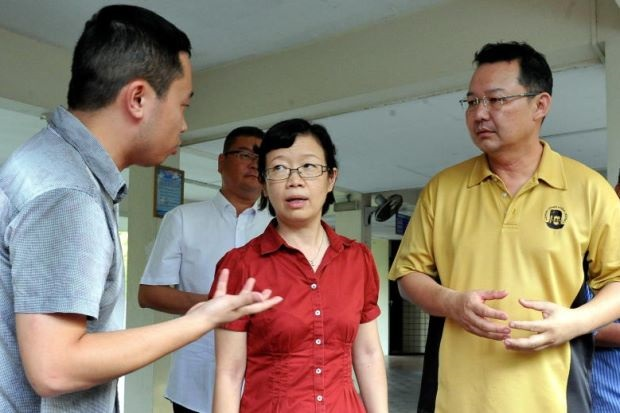 Chen, centre, with Pang, right, speaks to the media over the boat mishap. – Photo credit Bernama