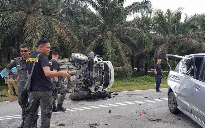Two people died and four others were injured in a road accident involving three vehicles at Jalan Sandakan-Telupid.