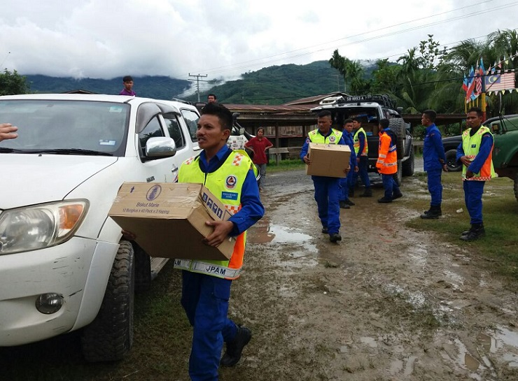 APM Sabah personnel and volunteers ensured that there was ample food and water at the evacuation centres.