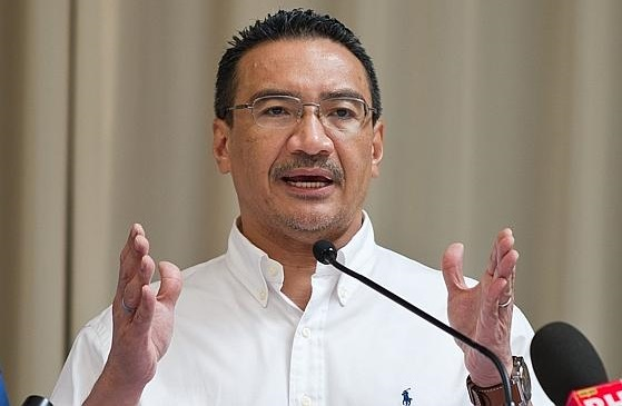 Hishammuddin Hussein said today that the decision on holding earlier state election in Sabah is solely up to Prime Minister Datuk Seri Najib Razak.